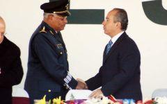 Calderón otorgó el ascenso como General de Brigada de Arma a 16 militares; como General de Ala...