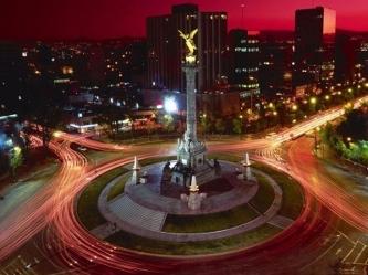 Capital: Ciudad de México, con unos 20 millones de habitantes incluyendo la periferia.