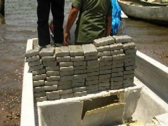 La cocaína, en total 950 kg valorados en 28 millones de dólares, fue hallada a bordo de la...