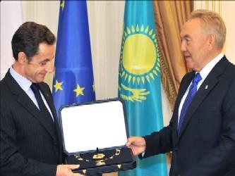 Durante la visita de Estado que Sarkozy realiza hoy a Kazajistán, ese país de Asia Central autorizó...