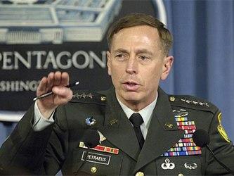 Petraeus no había informado públicamente de la enfermedad hasta ahora porque tanto él como su...