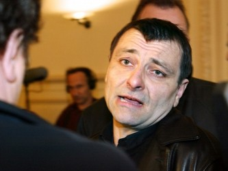 El juicio para decidir sobre la extradición o no de Battisti, que se sigue en el Supremo Tribunal...