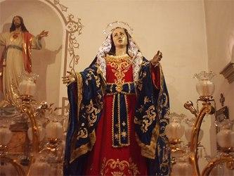 También a nosotros nos asombra la decisión de santa Apolonia por parecerse a al suicidio. Algún...