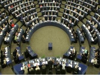 El equipo de Barroso para los próximos cinco años recibió 488 votos a favor, 137 en contra y 72...