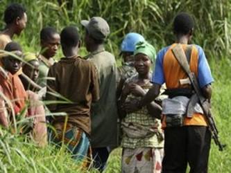 Las organizaciones que asisten a los desplazados sufrieron 179 ataques en 2009, de los que 38...