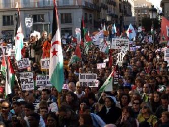 Bajo la lluvia, la manifestación ha recorrido de forma pacífica las principales calles de la...