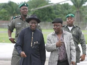 """El presidente interino """"puso a todos los servicios de seguridad en Plateau y en los estados..."""