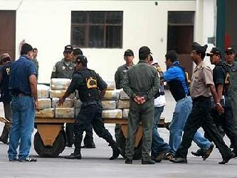 El narcotráfico en Perú está controlado por carteles mexicanos, que han logrado desplazar a sus...