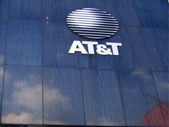 Las acciones de AT&T, que forma parte del Dow Jones de Industriales, subían hoy el 0.98% en las...