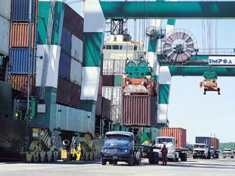 Casi un 60% de las exportaciones alemanas en 2010 estaban destinadas a la zona euro, de donde...