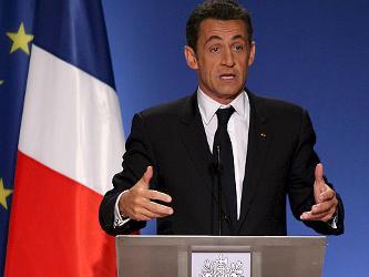 """Sarkozy dispuso que """"las invitaciones al extranjero serán autorizadas por el primer ministro..."""