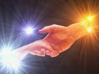 Es tan enriquecedora la compasión porque va más allá de los acontecimientos y las circunstancias,...
