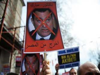 Al contrario del falso dilema del torturador Suleiman –que Egipto se mueve entre la...