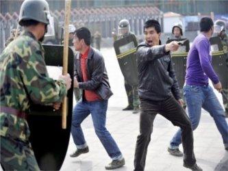 La unidad fue desplegada en la ciudad de Aksu, a 460 kilómetros de Kashgar. En esta última ciudad,...