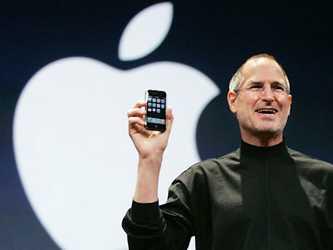 El iPod: Presentado en 2001, el reproductor personal de música revolucionó el sector del...