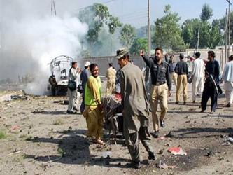 Karzai hizo estas declaraciones durante una visita a las víctimas hospitalizadas del atentado,...