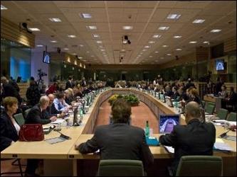 De esa manera, el cambio no exigiría la ratificación de los 27 Parlamentos nacionales, solo...