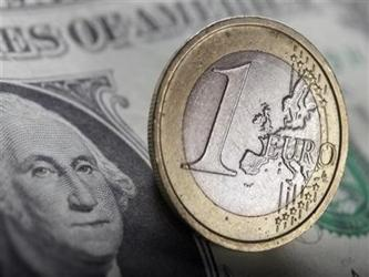 El euro bajó hasta un piso de la sesión de 1.3373 dólares, disparando órdenes de frenar pérdidas...