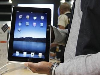 Apple presentó el miércoles una versión actualizada de su popular tableta iPad, con un chip más...