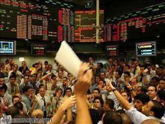 En Europa, el índice FTSE 100 de las principales acciones británicas subía 1.3% y se ubicaba en...