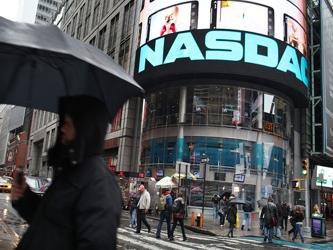 El Nasdaq, que el martes cerró a 3,039.88, acumula un crecimiento de casi 15% este año, comparado...