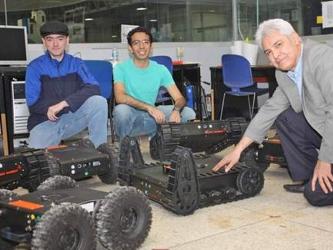 """""""A diferencia de los robots estacionarios, estos vehículos móviles pueden trasladarse al sitio..."""