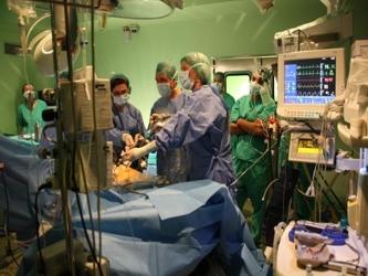 El equipo reunió las historias clínicas de todos los pacientes trasladados en ambulancia a uno de...