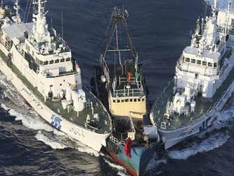 La Guardia Costera de Japón advirtió por radio, sin ningún éxito, a los tres buques que no entrarán...