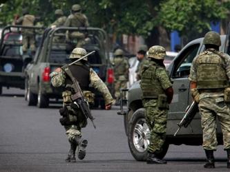 Los detenidos y lo asegurado fueron puestos a disposición de las autoridades correspondientes,...