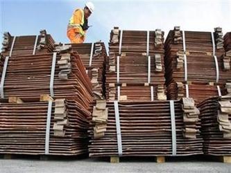 El Banco Central informó que los envíos de cobre, del que Chile es el mayor productor mundial,...