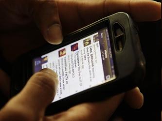 La furia con que respondieron los usuarios de iPhone ante la decisión de Apple de sustituir Google...