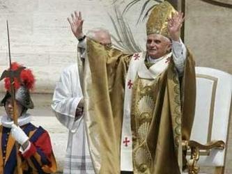 El Papa, en su Mensaje, no habla como político, ni como sociólogo, ni como economista, ni como...