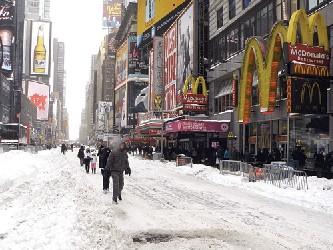Cuomo indicó que la tormenta podría provocar la suspensión del servicios del metro, autobuses y...