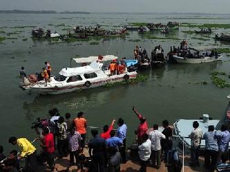 Al menos 14 personas muertas y cinco desaparecidas es el balance del hundimiento de un ferry que...