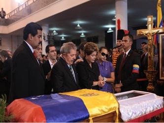 El Gobierno decretó asueto el viernes para permitir la llegada a la capital de muchos venezolanos...