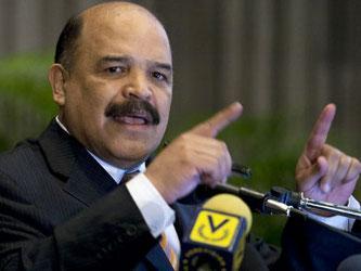 Venezuela tiene un control de cambio desde el 2003 y este año devaluó la moneda desde 4.3 bolívares...