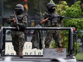 Las policías federales y estatales han realizado decomisos de drogas y armas, para proteger a la...