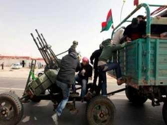 El Capitán el Ejército, Hasan al Saidá, dijo que quince soldados murieron y cinco resultaron...