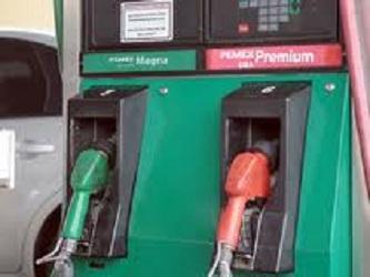 La gasolina Magna, la de mayor utilización por el parque vehicular, pasó de 12.02 a 12.13 pesos por...