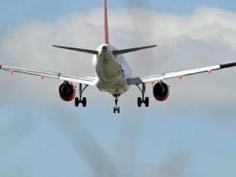 La aerolínea dijo que el vuelo perdió contacto con el controlador de tráfico aéreo de Malasia a las...