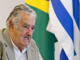 En su discurso, el presidente uruguayo recordó el papel de México durante el siglo pasado como una...