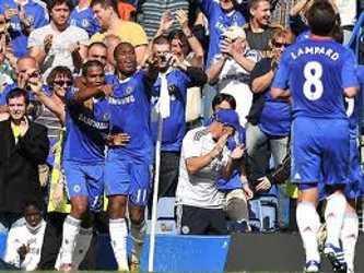 El marfileño Didier Drogba descontó de cabeza a los 83 minutos para el Chelsea, que jugó desde el...