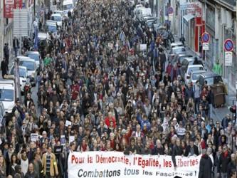 La concentración en París el domingo pasado tuvo dos contingentes. En el primero, el del pueblo y...
