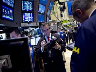 El promedio industrial Dow Jones caía 38,7 puntos, o un 0,22 por ciento, a 17.785,59 unidades,...