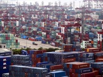 Las exportaciones ajustadas estacionalmente subieron un 3,4 por ciento mensual, superando un...