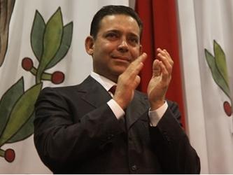 Junto a Hernández, de 55 años, la Justicia estadounidense también acusó de los mismos delitos a su...