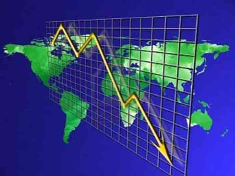 La cotización del petróleo ha bajado un 46% en el último año, según los datos del FMI, mientras que...