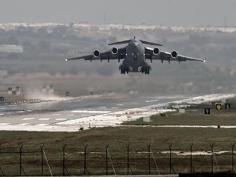 La fuerza aérea siria también ataca objetivos dentro de sus fronteras, tanto del grupo Estado...