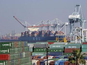 Economistas consultados en un sondeo de Reuters proyectaban un déficit comercial de 47.400 millones...