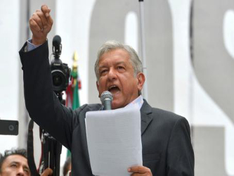 Finalmente, está el tema de la agenda política. López Obrador no es un hombre viejo, o no tanto,...
